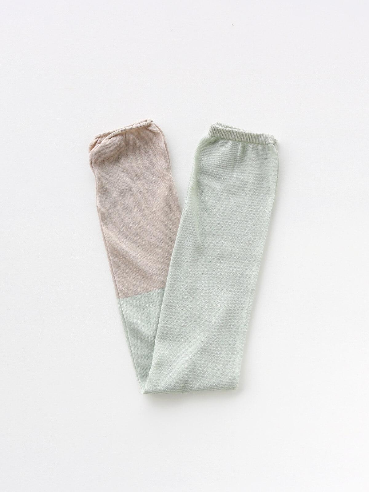 当たりつきギフト専用靴下のLUCKY SOCKS(ラッキーソックス)のSunscreen 2tone Armcover(サンスクリーン2トーンアームカバー)のペールミント×グレージュ_2
