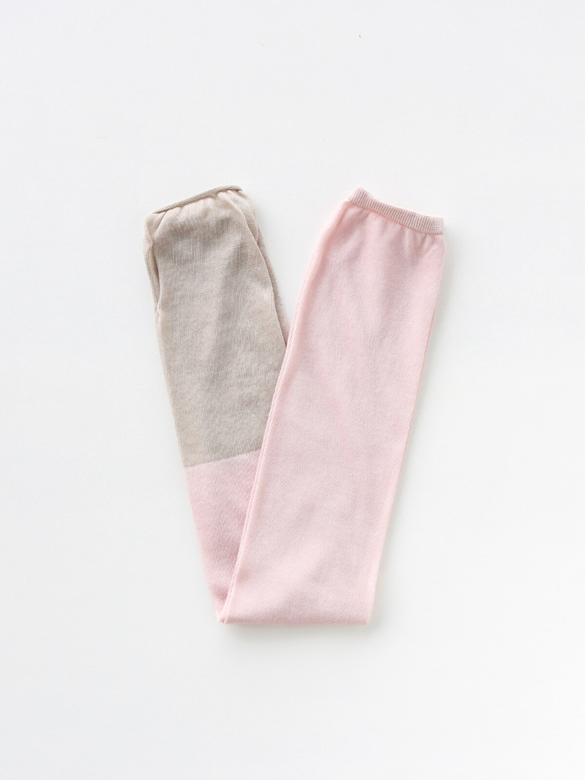 当たりつきギフト専用靴下のLUCKY SOCKS(ラッキーソックス)のSunscreen 2tone Armcover(サンスクリーン2トーンアームカバー)のパウダーピーチ×グレージュ_2